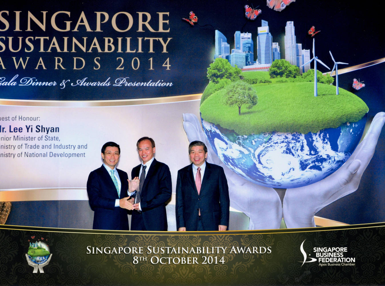 Mr Jack Ng receiving the Green Technology Award Top Honour
